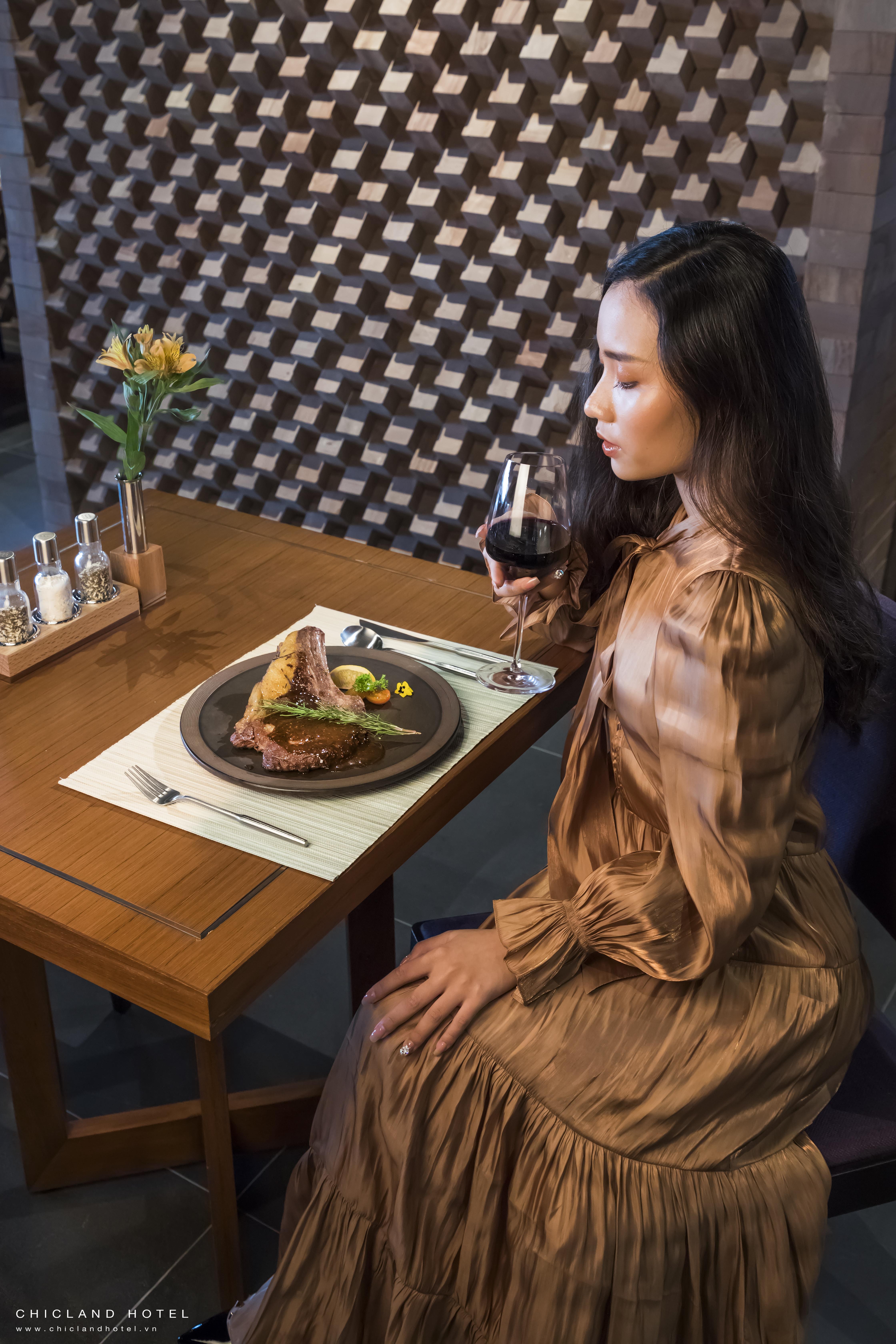 Chef at Lá Hẹ restaurant | CHICLAND Hotel